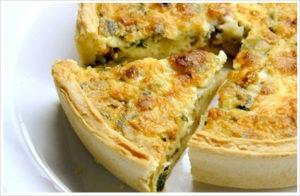 Киш – открытый пирог с начинкой, залитой омлетной смесью с сыром