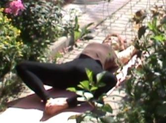 Супта Баддха Конасана, упрощенный вариант  - лекарство от бессонницы и расстройства сна