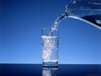 Бутилированная вода питьевая заменяет сотни лекарств. Но как научиться пить больше воды?