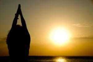 5 причин начать день с Приветствия Солнцу (Сурья Намаскар)