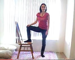 Поперечное и тазовое предлежание плода: упражнение 10, выпад на стуле в динамике, исходное положение
