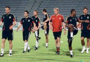 Сборная Германии по футболу практикует йогу