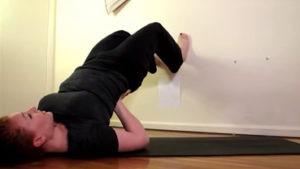 Поперечное и тазовое предлежание плода: упражнение 5, стойка на плечах