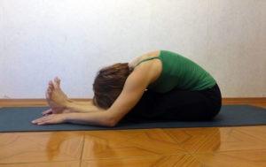 Мини-комплекс йоги для футболистов. Наклон вперед сидя