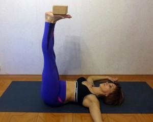 Мини-комплекс йоги для футболистов. Укрепление пресса лежа на спине