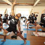 Йога для спорта: комплекс для футболистов и не только