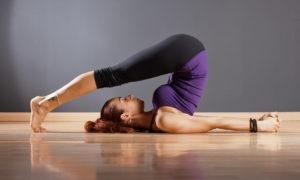 Домашний детокс, или 8 поз йоги для очищения организма: Халасана