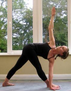 Йога-детокс в домашних условиях: Паривритта Триконасана