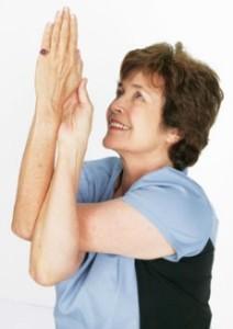 Упражнение для расслабления плеч: Гарудасана