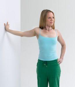 Растяжка для большой грудной мышцы