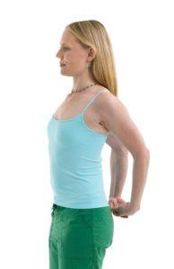 Упражнения и йога при сутулости и болях в области шеи и плеч
