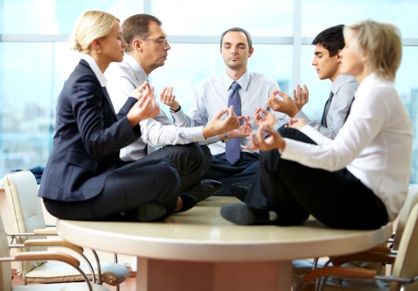 Корпоративная йога в офисе и онлайн с Лией Воловой