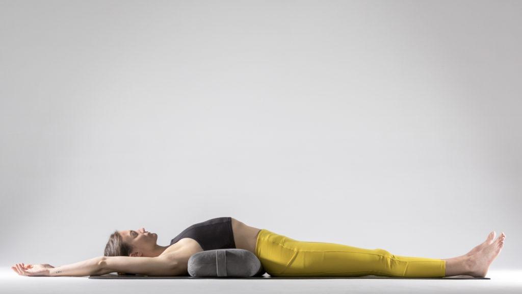 Упражнения для растяжки спины и позвоночника: Матсиасана с опорой