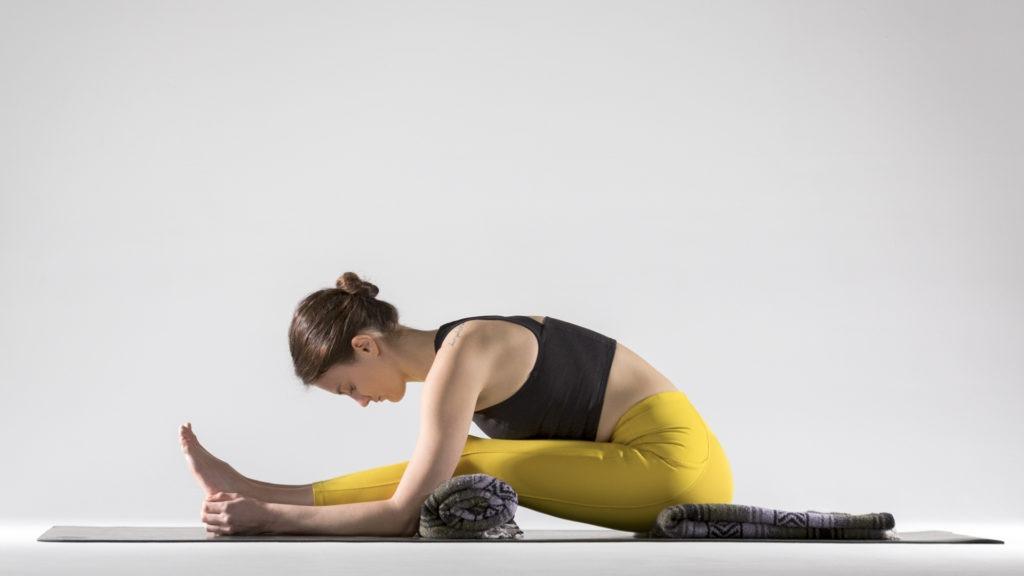 Упражнения для растяжки спины и позвоночника: Пашчимоттанасана